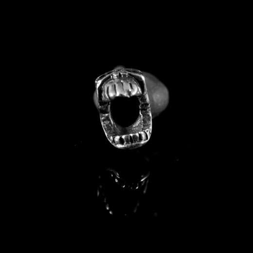 Ohrstecker Skull mit Biss aus Silber