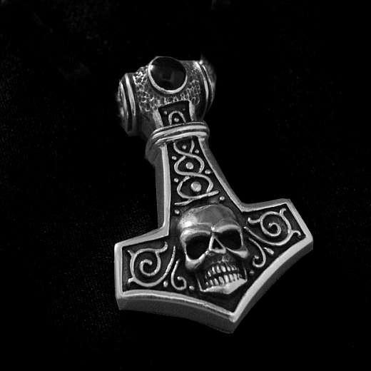 Thors Hammer Anhänger mit Totenkopf und Onyx aus Silber