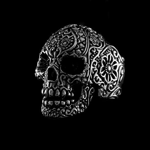 Skull Ring aus 925er Sterling Silber mit Verzierungen