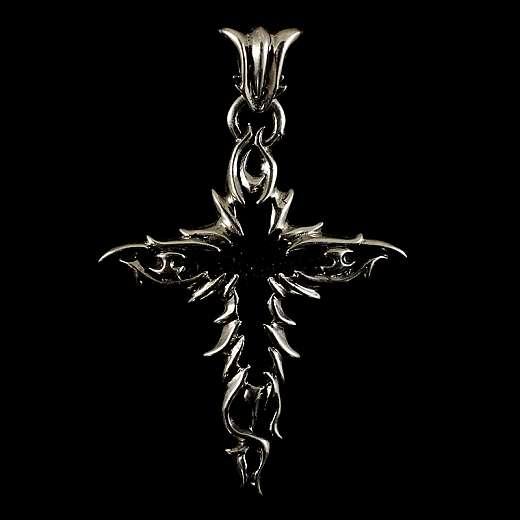 Anhänger als Kreuz mit Rochenleder und Flammen