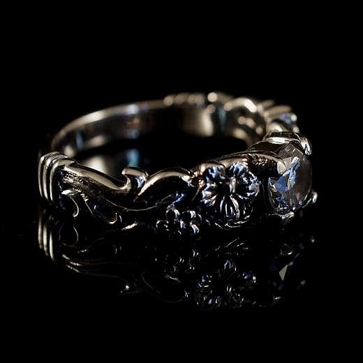 Bikerschmuck Ring mit Rosen und Zirkonia