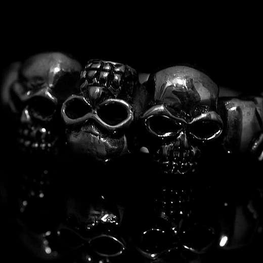 Bikerschmuck Totenkopf Ring mit kleinen Skulls