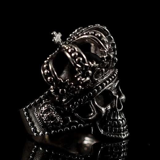 Bikerschmuck Totenkopfring mit Krone aus Silber