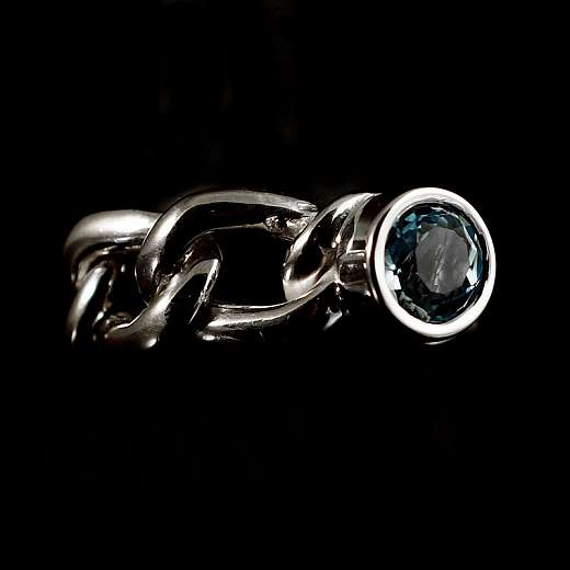 Einzelstück / Unikat, Panzer Ring mit blauem Topas.