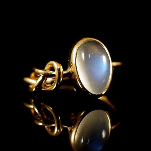 Ring aus 750er Gelbgold mit Mondstein