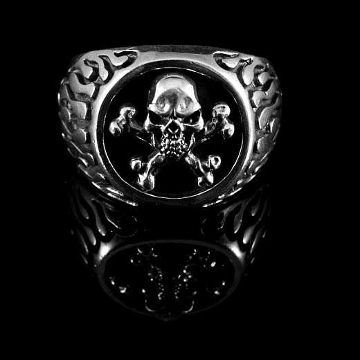 Rocker Schmuck Ring seitlich mit Flammen