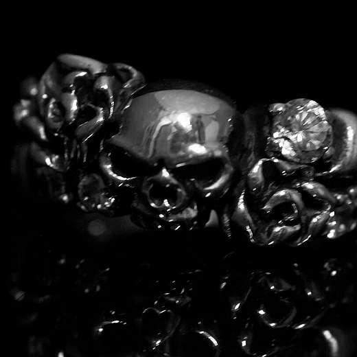 Bikerschmuck, Skullringe Totenkopf und Rosen
