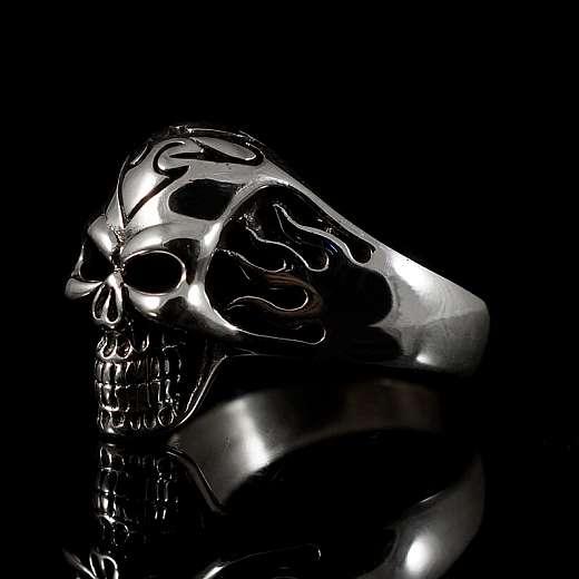 Totenkopfring mit Flammen aus Silber