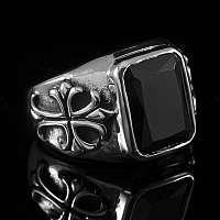 Templer Ring mit rotem oder schwarzem Stein