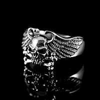 Totenkopfring mit Flügeln aus Sterlingsilber