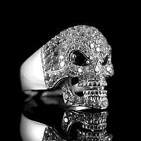 Ring mit Skull und vielen Zirkonia Steinen