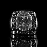 Ring aus Silber mit großem Schmuckstein