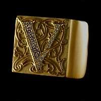 Siegelring aus Gold mit zahlreichen Brillianten