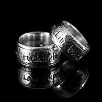 Rock n Roll Style Eheringe gehämmert aus 935er Silber