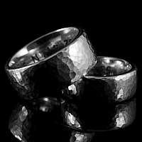 Eheringe aus Silber mit Hammerschlag