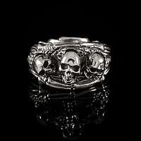 Ring mit Skelett und Totenköpfen aus Silber