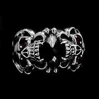 Totenkopfring mit Kralle und Onyx aus Silber
