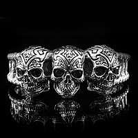 Armreif aus Silber mit Totenkopf und Zirkonia