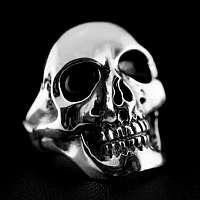 Totenkopfring aus massivem Silber
