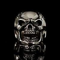 Bikerschmuck Totenkopf Ring mit teuflischem Grinsen
