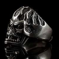 Vampir Bikerschmuck Ring mit Flammen