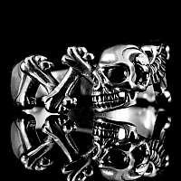 Skull Ring mit Bones und Zirkonia im Auge