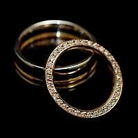 Ehering aus Gelbgold mit Diamanten