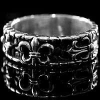 Geschwärzter Ring mit Lilie und Templerkreuz