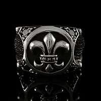 Gothic Ring mit Fleur de Lys und Zirkonia