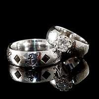 Hochzeitsringe, Eheringe mit Schmucksteinen und Anker