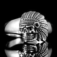 Totenkopfring mit Indianer Skull und Zirkonia