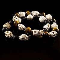 Kugelarmband mit Tiki Totenköpfen aus Katzenauge und Lava Stein