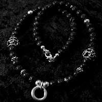 Kugelkette aus Lava mit Lilie