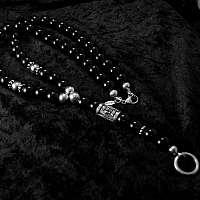 Massive Kugelkette aus Onyx mit Krone