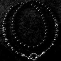 Kugelkette aus mattem Onyx mit Skulls, Bikerschmuck