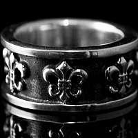 Bikerschmuck, geschwärzter Lilien Ring