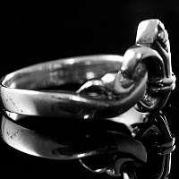 Mittelalterschmuck, zierlicher Ring mit Lilie