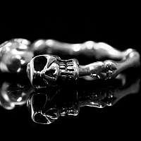 Offene Skullringe, Bikerschmuck mit Knochen