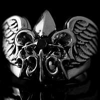 Mittelalterschmuck Ring aus Flügeln mit Lilie und Schmuckstein