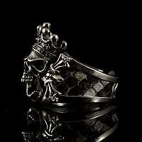 Ring mit Totenkopf, Krone und Schlangenleder