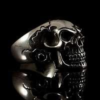 Rockerschmuck Totenkopfring mit Verzierungen