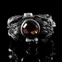 Massiver Totenkopf Ring mit Stein. Handarbeit von Customringz