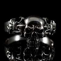 Totenkopf Ring mit Lilien aus Silber