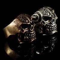 Totenkopfring aus Bronze Sonderanfertigung