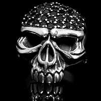 Totenkopf, Skullringe mit schwarzen Zirkonia
