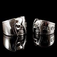 Trauringe, Hochzeitsringe halber Skull aus 935er Silber
